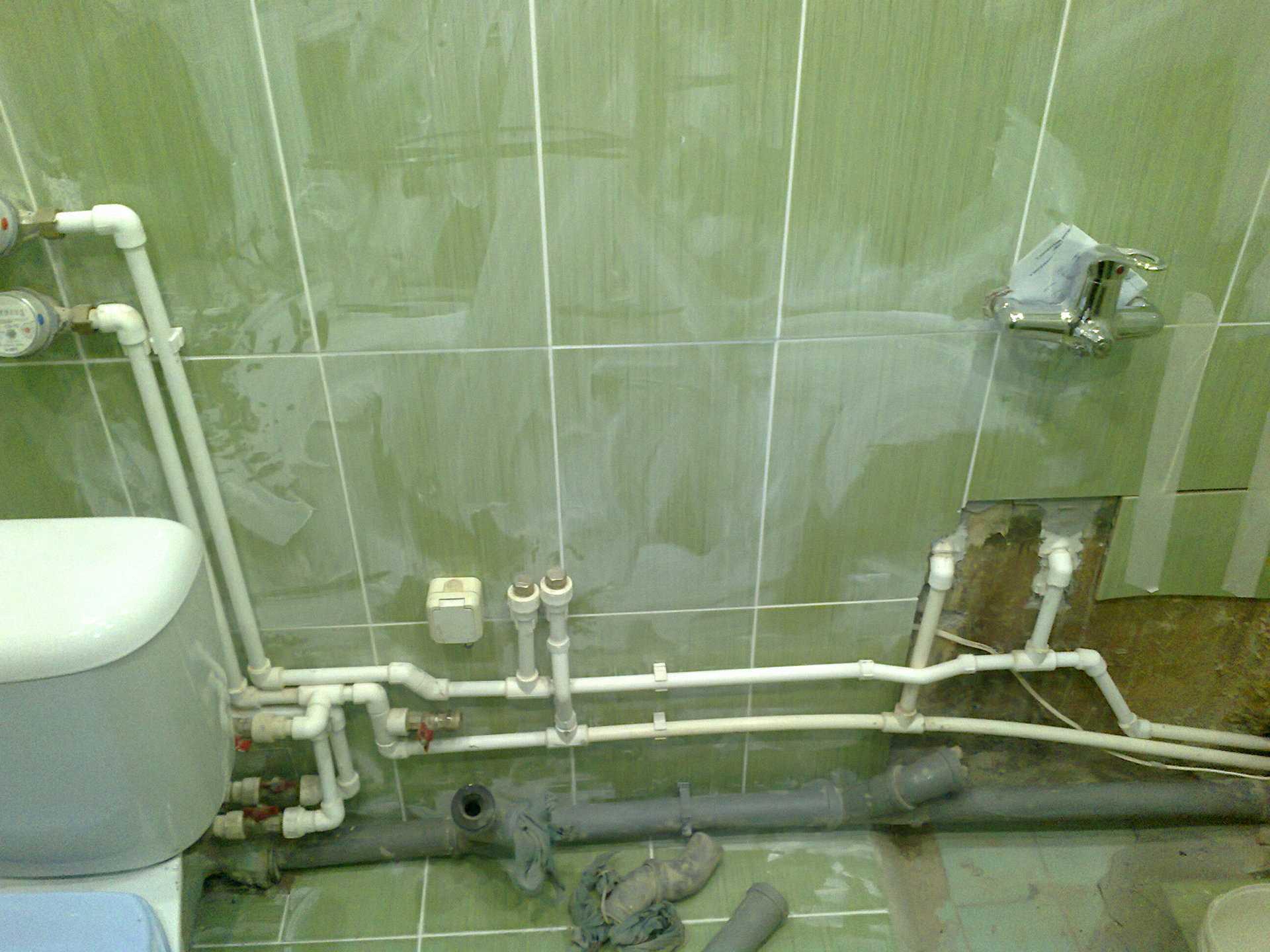 Установка труб в ванной комнате и туалете своими руками