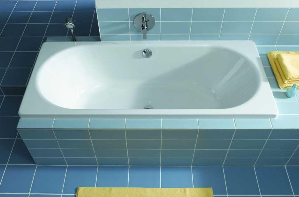 Современная стальная ванна в совмещенном санузле