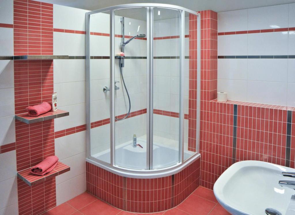 Душевая кабина может стать неотъемлемой частью всей ванной комнаты