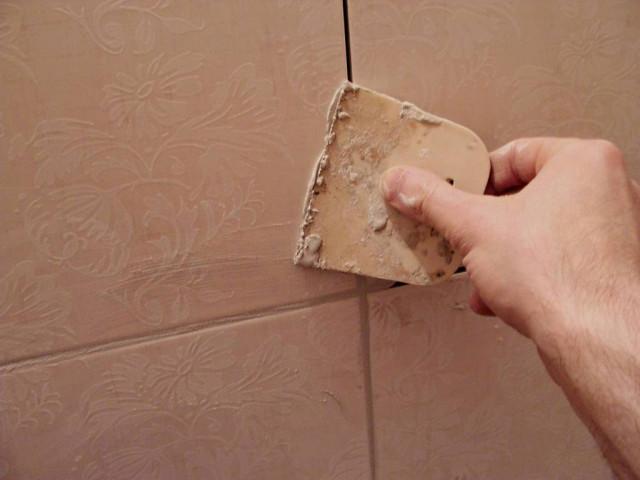 С помощью затирки можно продлить жизнь всему ремонту в помещении с повышенной влажностью