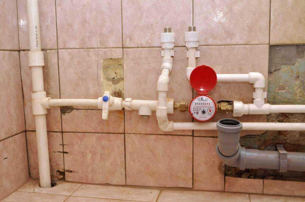 Необходимый комплект деталей трубопровода, обязательных к установке на отводе от магистральной трубы