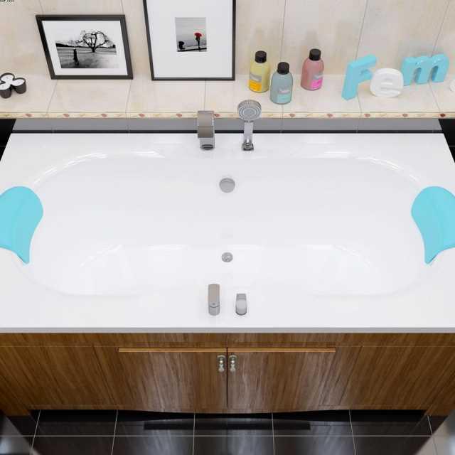 Экран этой изящной ванны выполнен из МДФ – получилась очень интересная и функциональная конструкция