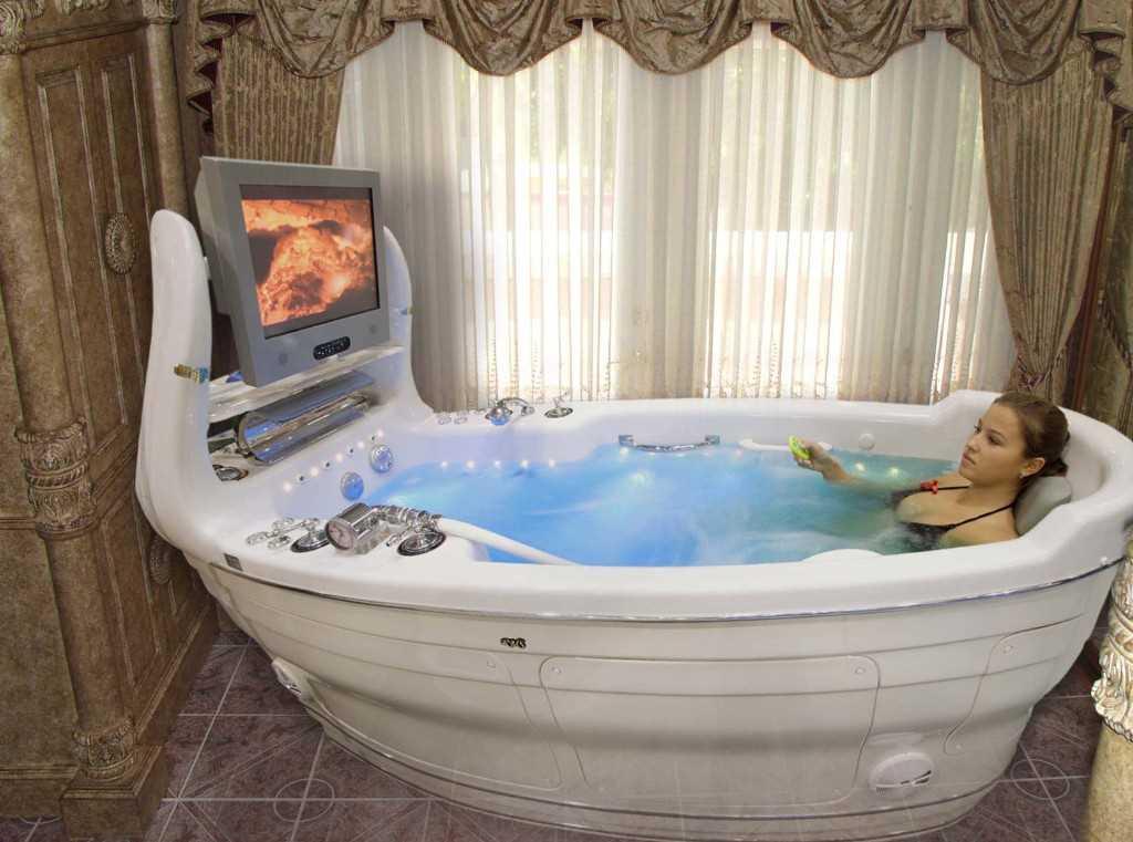 Многофункциональная ванна с набором различных дополнительных опций и мультимедийной системой