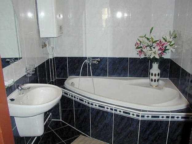 Настенная плитка в маленькой ванной – красивое, практичное и недорогое решение