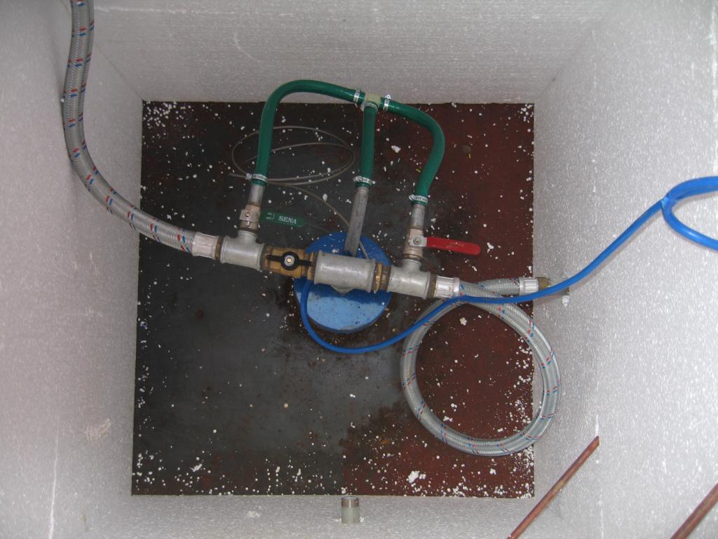Водопровод от скважины не замерзнет зимой, если в нем установить нагревательный элемент