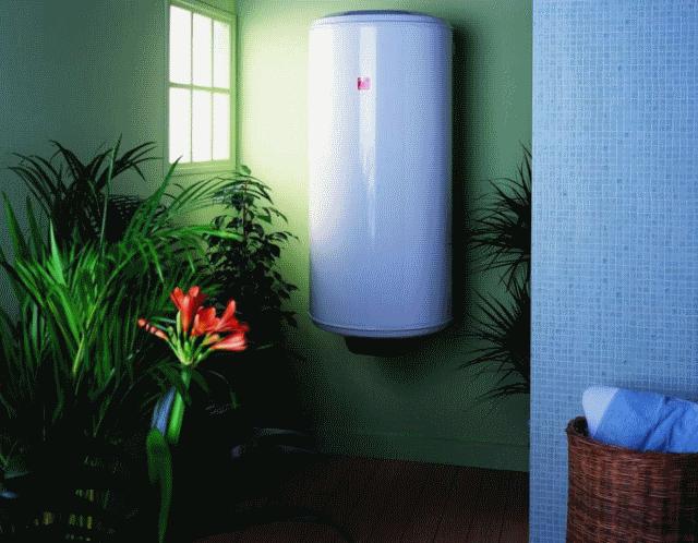 Качественные водонагреватели безопасны, но желательно устанавливать их подальше от агрессивного воздействия брызг, пыли и загрязнений