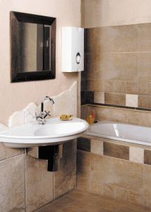 Компактный водонагреватель небольшого объема - неплохое решение для единоличников