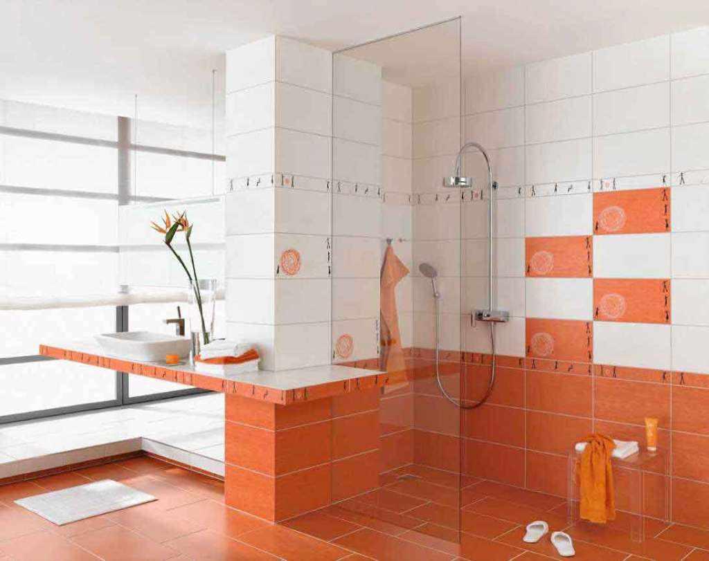 При соблюдении технологии укладки облицовка стен ванной в деревянном доме кафелем выглядит стильно