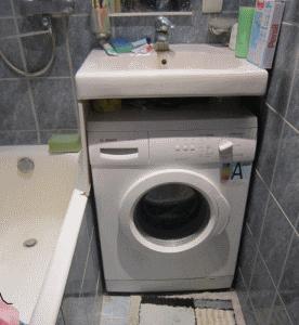 Пространство между «кувшинкой» и стиральной машиной можно выгодно использовать