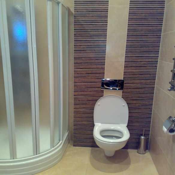 Достаточно всего лишь спрятать в стену сливной бачок – и удивляться, как привлекательна ванная, в которой нет ничего лишнего.