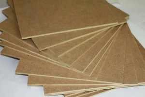 Лёгкий, практичный и экологически чистый материал из спрессованных опилок.